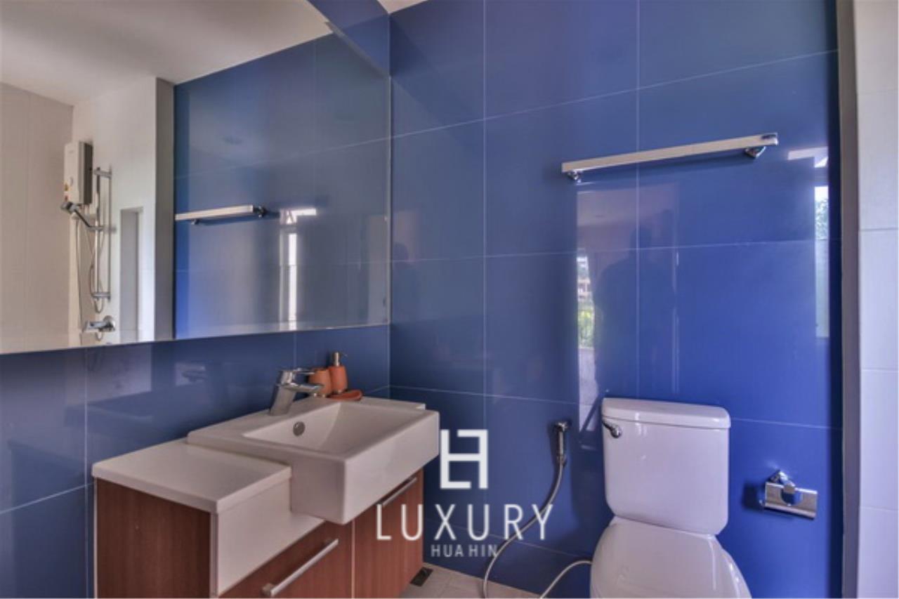 Luxury Hua Hin Property Agency's Beachfront 3 Bedroom Villa 12