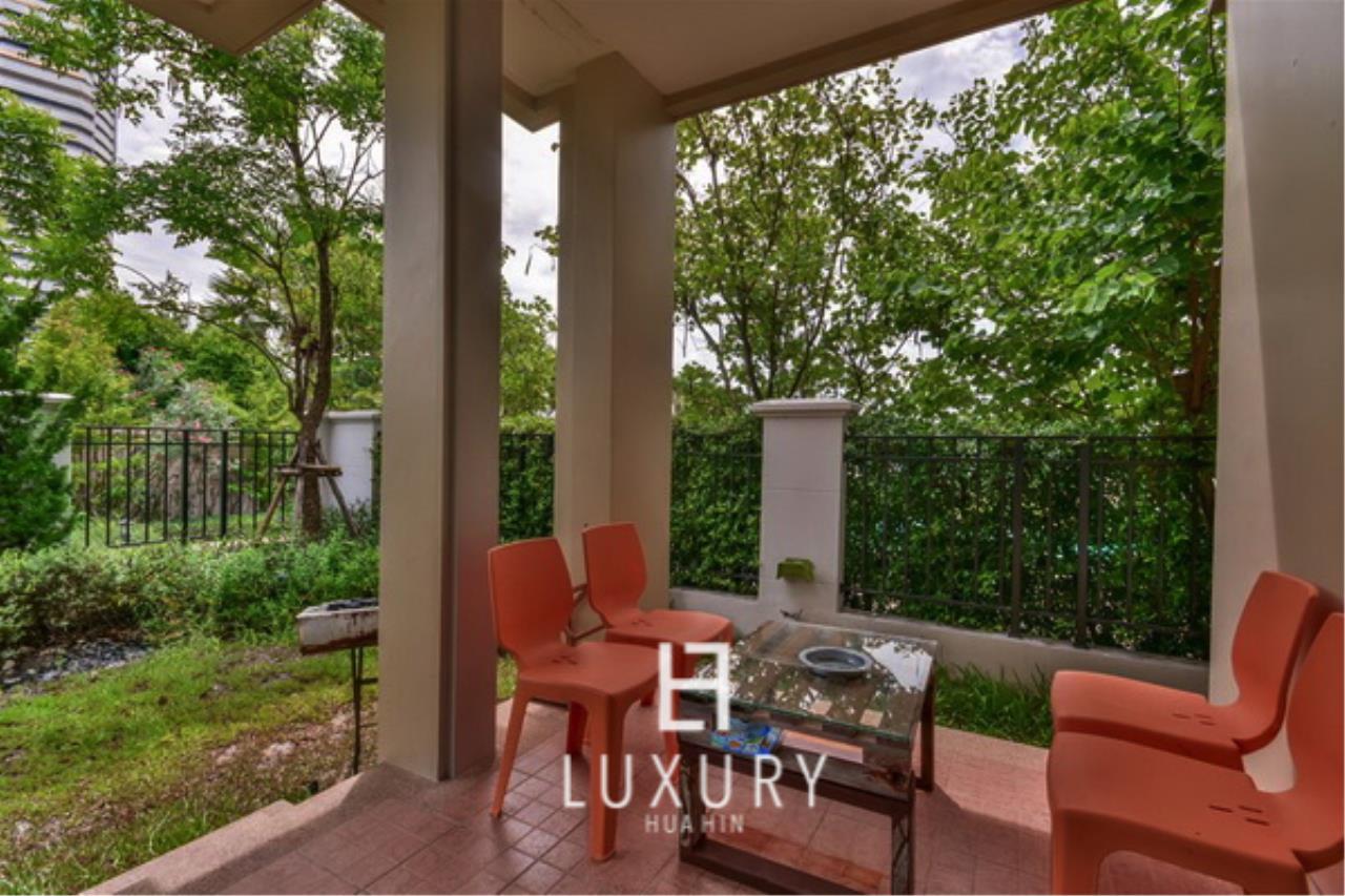 Luxury Hua Hin Property Agency's Beachfront 3 Bedroom Villa 5