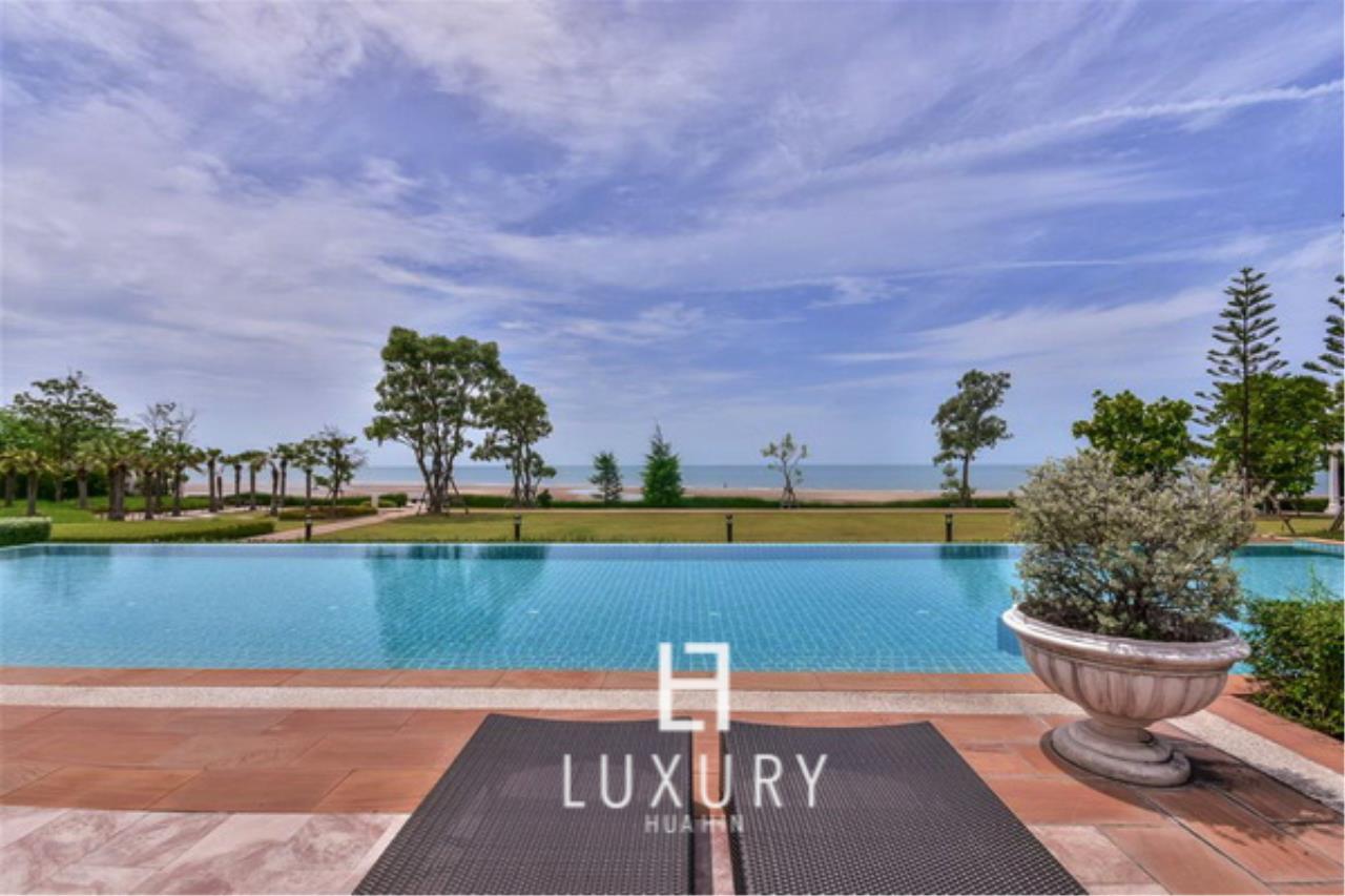 Luxury Hua Hin Property Agency's Beachfront 3 Bedroom Villa 2