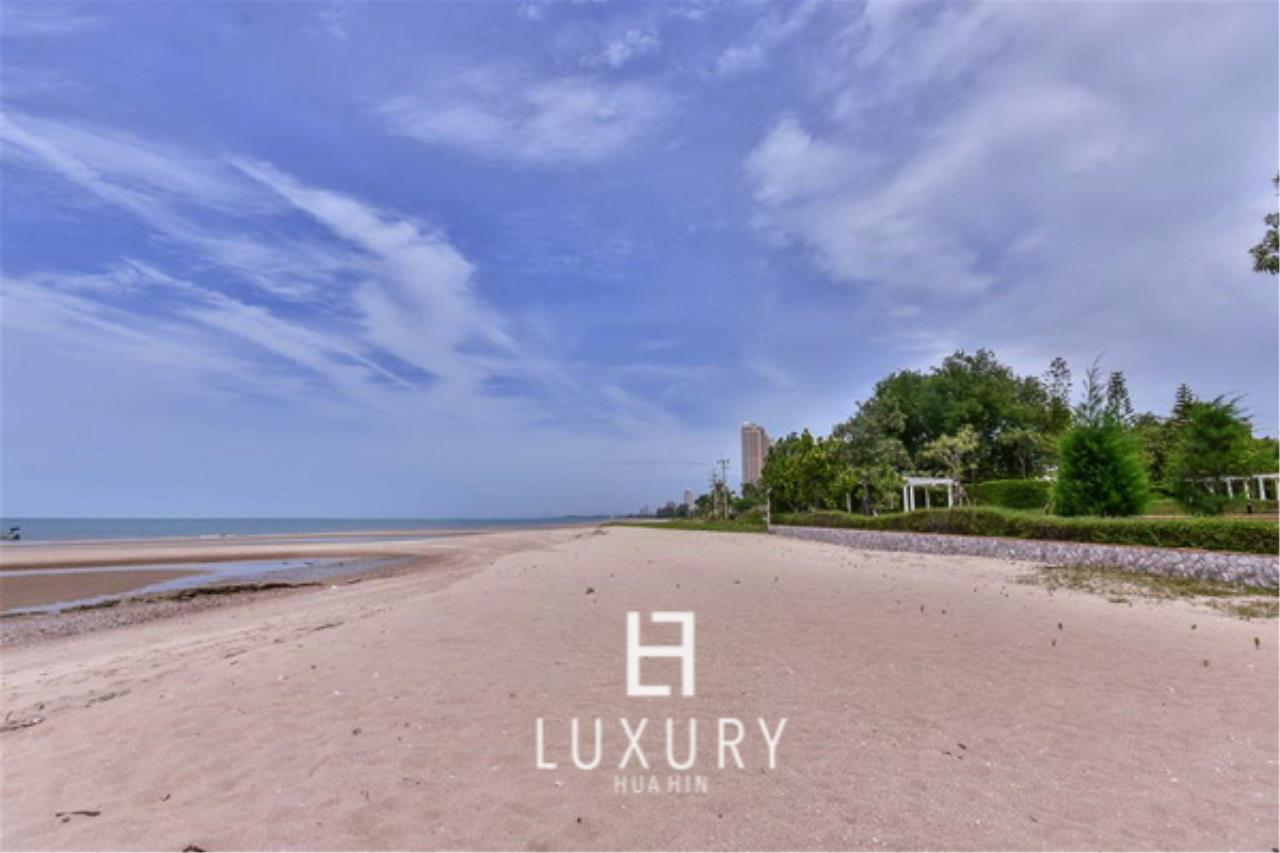 Luxury Hua Hin Property Agency's Beachfront 3 Bedroom Villa 3