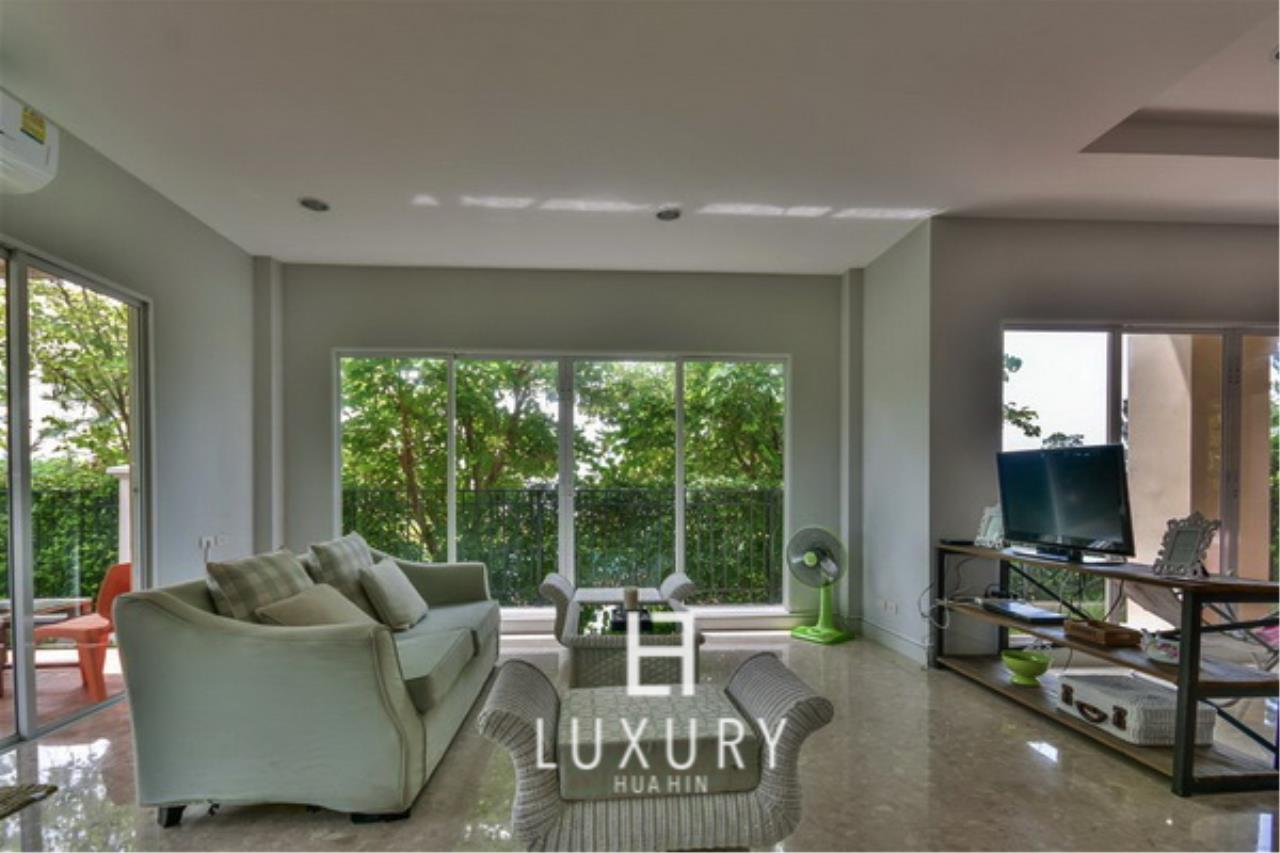 Luxury Hua Hin Property Agency's Beachfront 3 Bedroom Villa 6