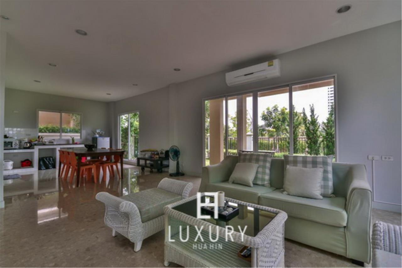 Luxury Hua Hin Property Agency's Beachfront 3 Bedroom Villa 7