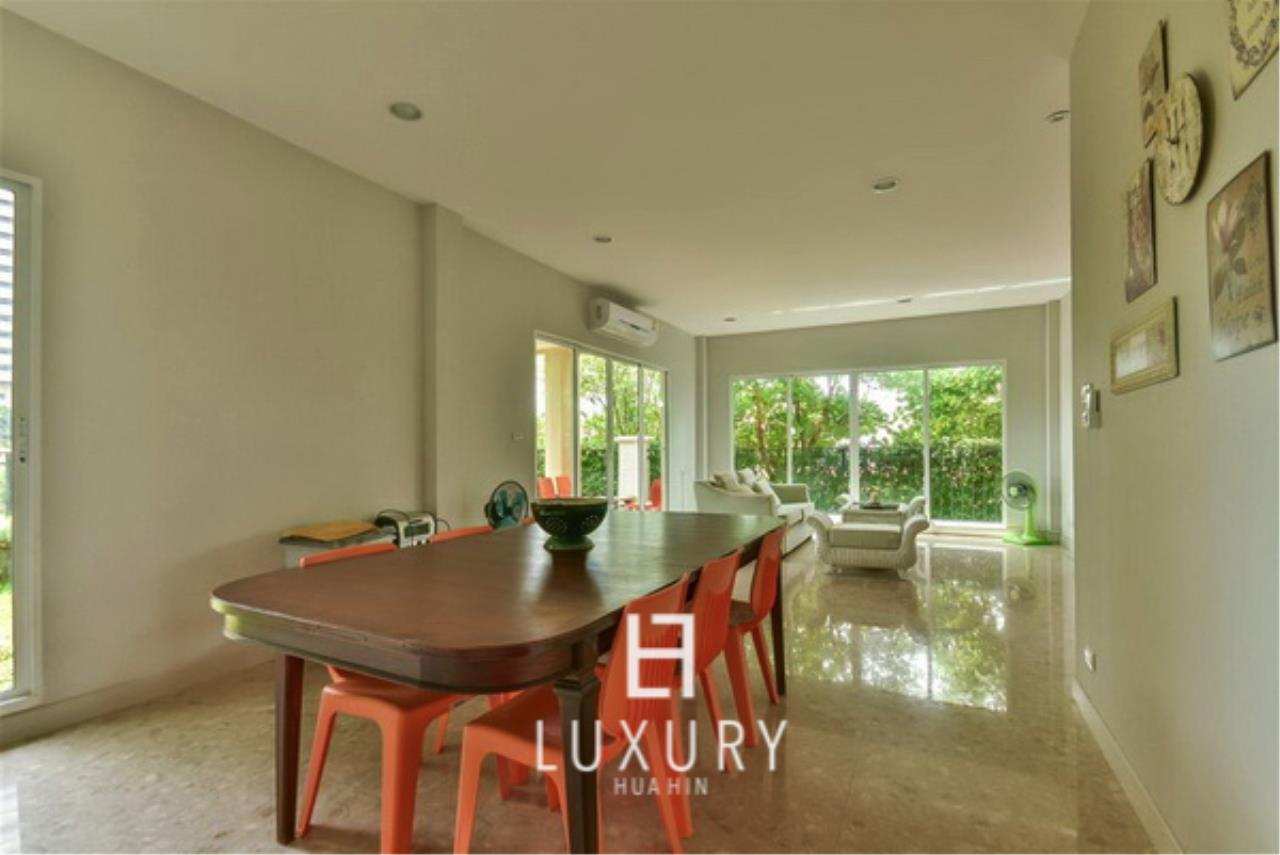 Luxury Hua Hin Property Agency's Beachfront 3 Bedroom Villa 8