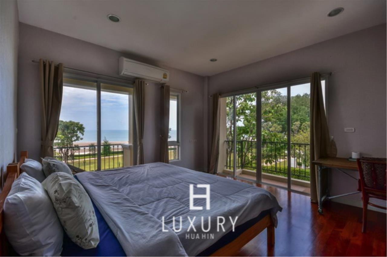 Luxury Hua Hin Property Agency's Beachfront 3 Bedroom Villa 9
