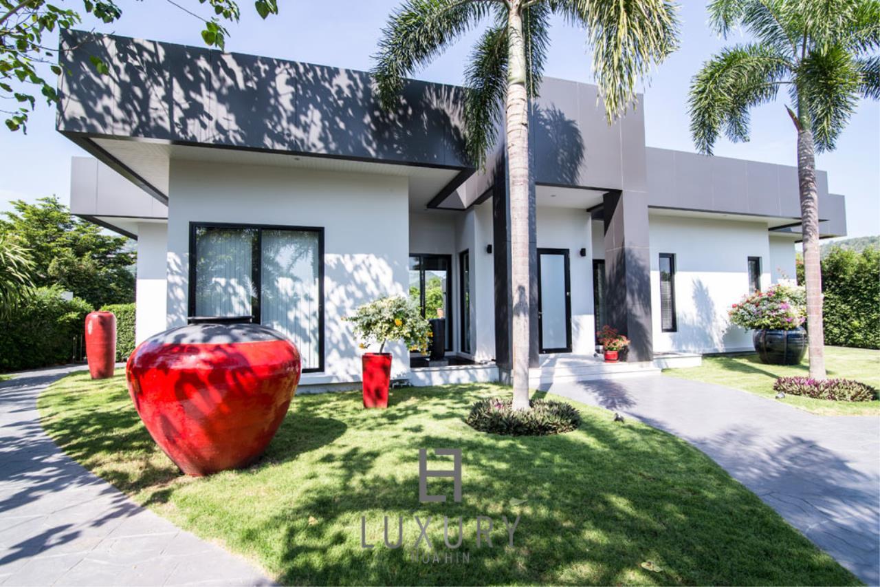 Luxury Hua Hin Property Agency's Luxury Modern 4 Bedroom Villa 2