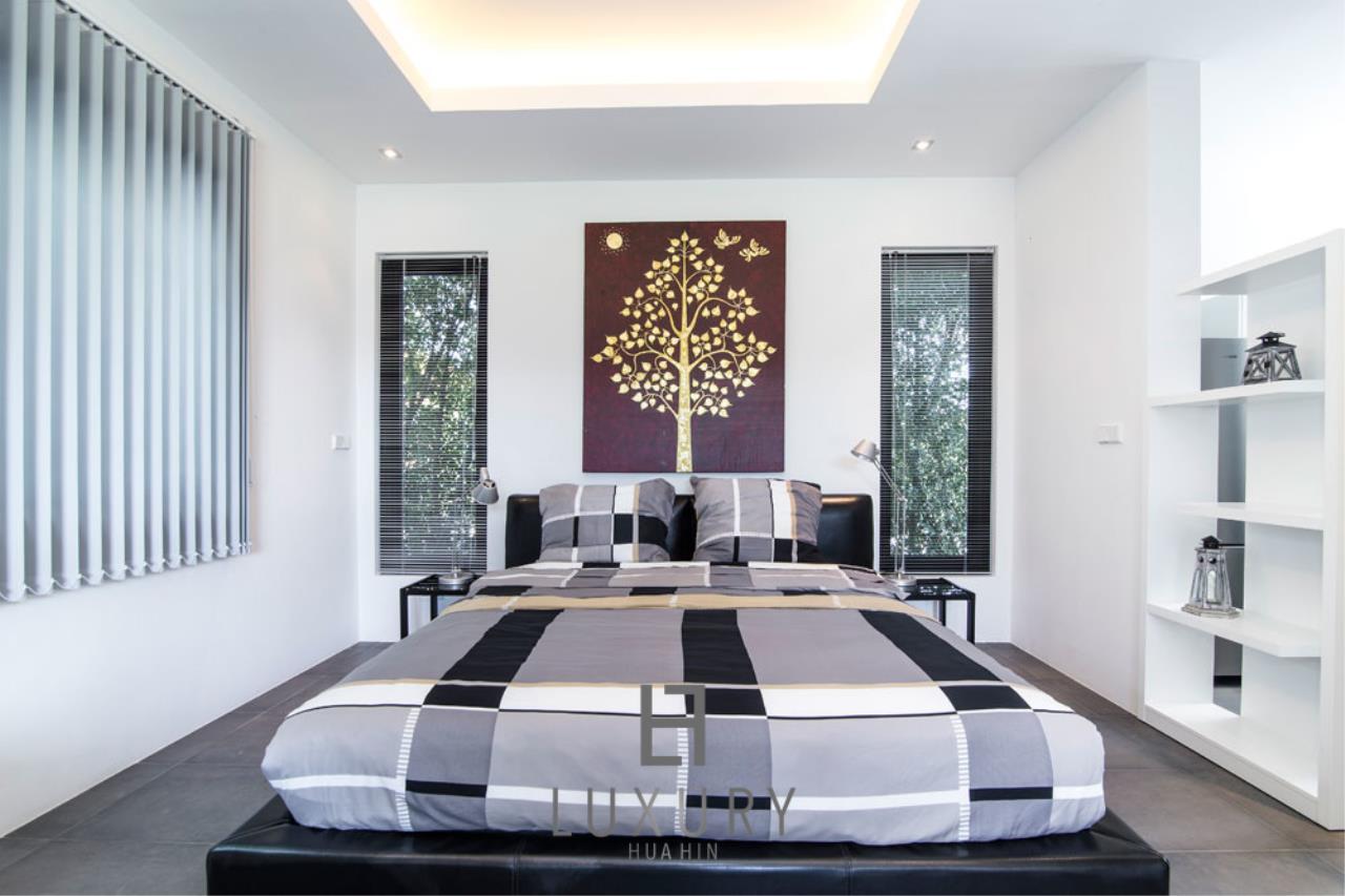 Luxury Hua Hin Property Agency's Luxury Modern 4 Bedroom Villa 14