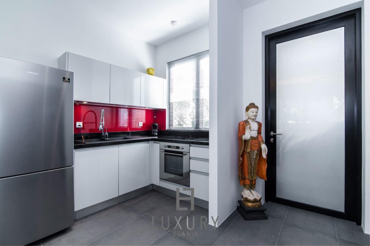 Luxury Hua Hin Property Agency's Luxury Modern 4 Bedroom Villa 17