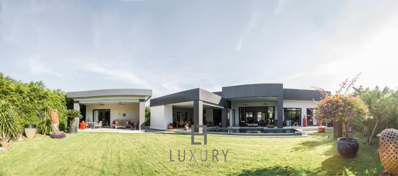 Luxury Hua Hin Property Agency's Luxury Modern 4 Bedroom Villa 4