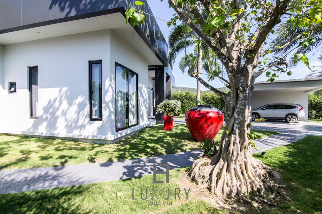 Luxury Hua Hin Property Agency's Luxury Modern 4 Bedroom Villa 3