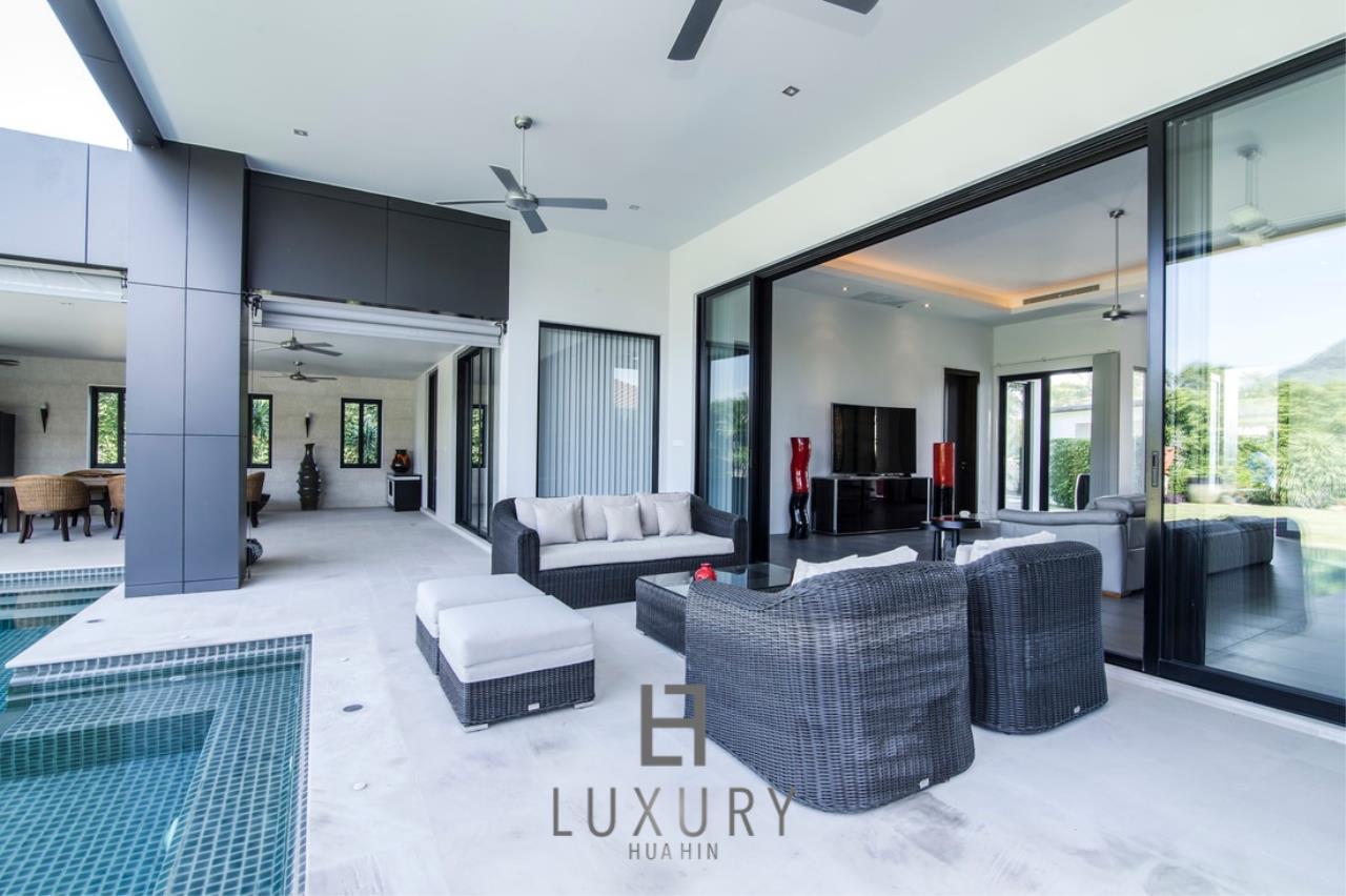 Luxury Hua Hin Property Agency's Luxury Modern 4 Bedroom Villa 8