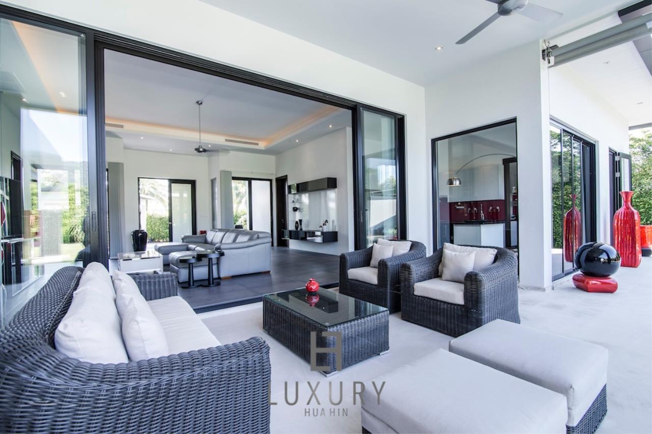 Luxury Hua Hin Property Agency's Luxury Modern 4 Bedroom Villa 10