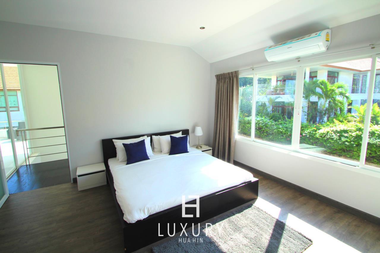 Luxury Hua Hin Property Agency's Luxury 5 Bedroom Pool Villa  16
