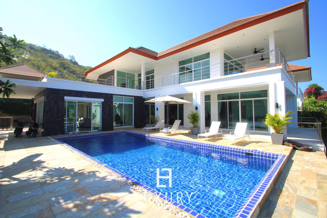 Luxury Hua Hin Property Agency's Luxury 5 Bedroom Pool Villa  2