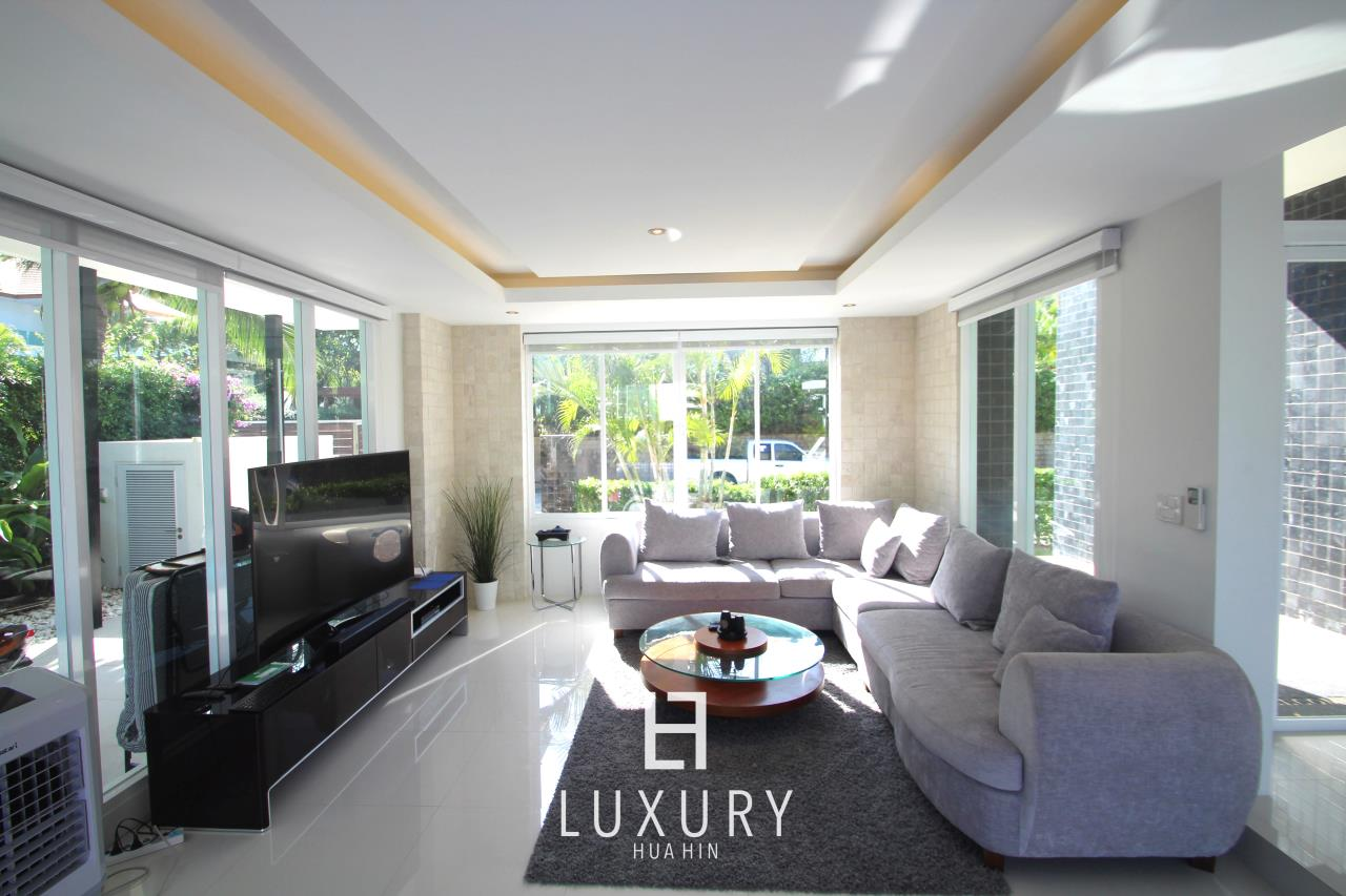 Luxury Hua Hin Property Agency's Luxury 5 Bedroom Pool Villa  13