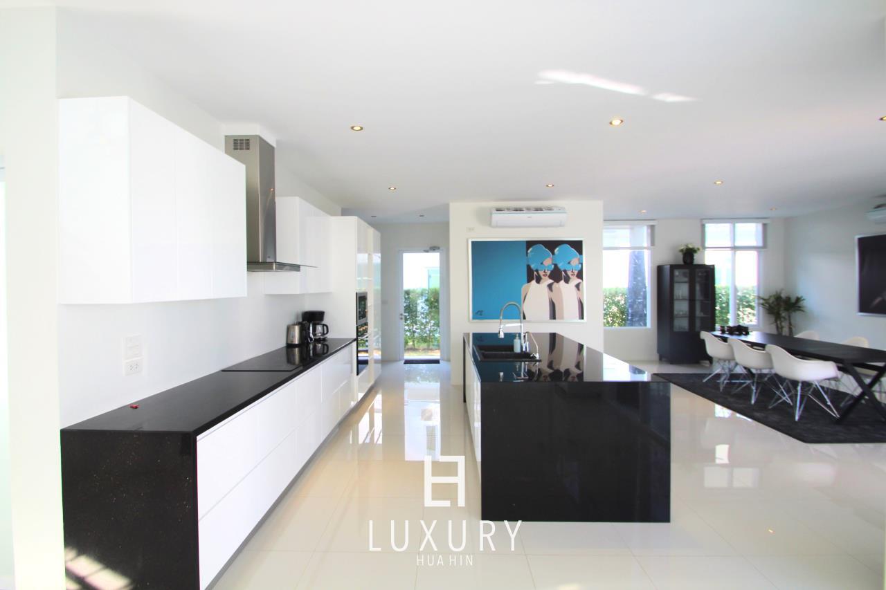 Luxury Hua Hin Property Agency's Luxury 5 Bedroom Pool Villa  11