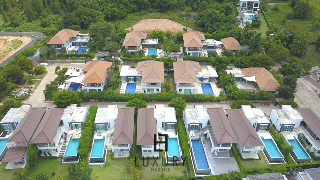 Luxury Hua Hin Property Agency's Luxury 5 Bedroom Pool Villa  25