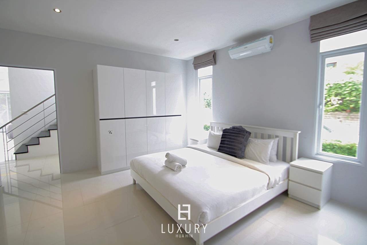 Luxury Hua Hin Property Agency's Luxury 5 Bedroom Pool Villa  19