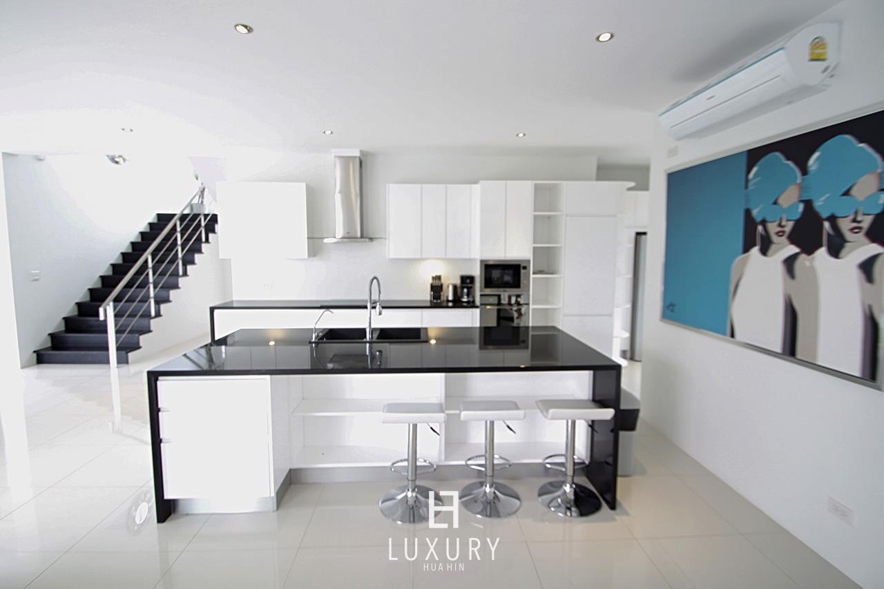 Luxury Hua Hin Property Agency's Luxury 5 Bedroom Pool Villa  12