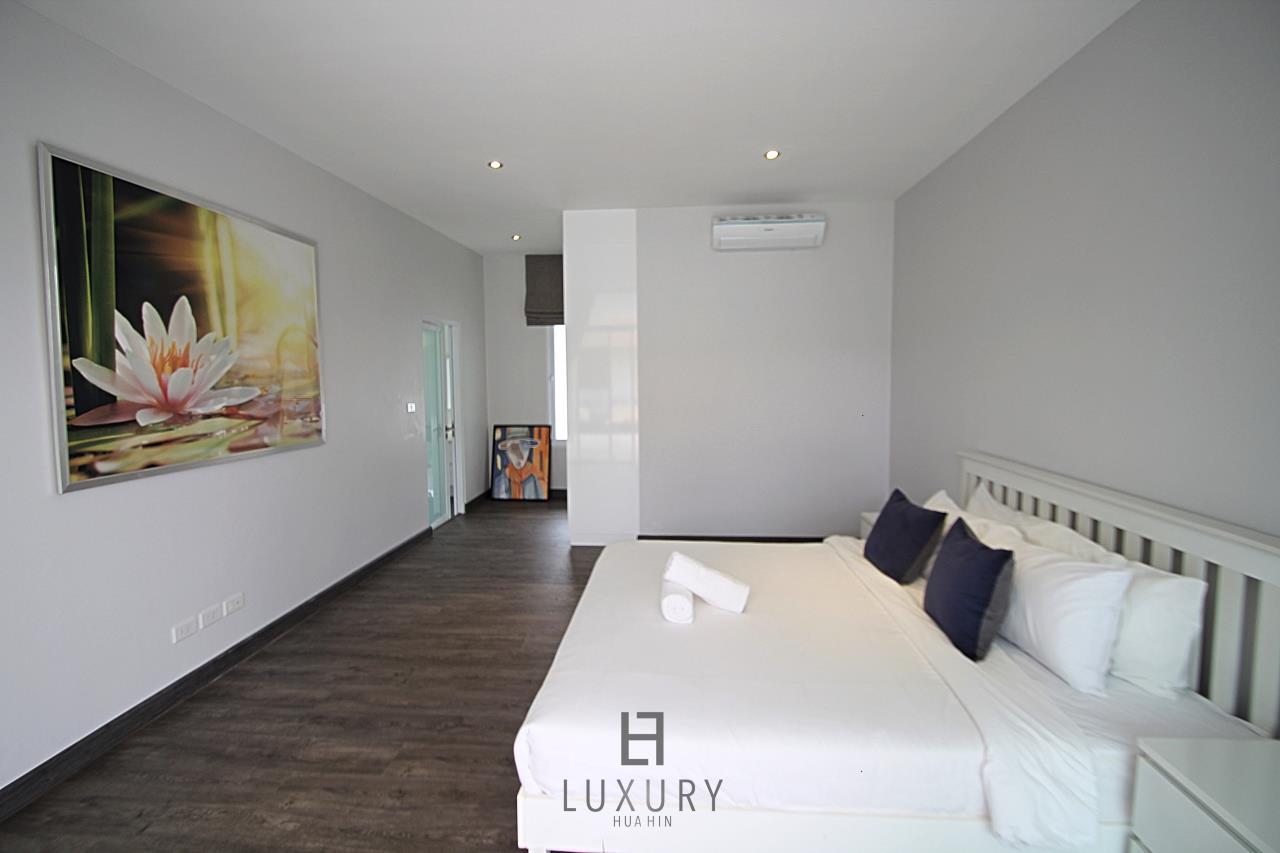 Luxury Hua Hin Property Agency's Luxury 5 Bedroom Pool Villa  23