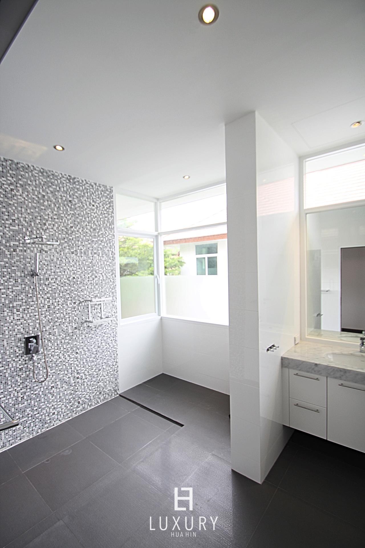 Luxury Hua Hin Property Agency's Luxury 5 Bedroom Pool Villa  24