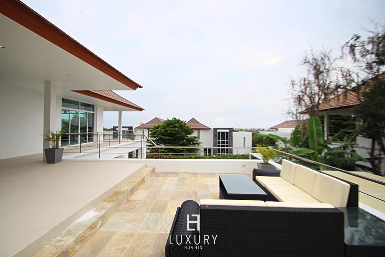 Luxury Hua Hin Property Agency's Luxury 5 Bedroom Pool Villa  9