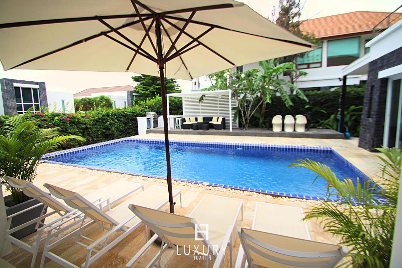 Luxury Hua Hin Property Agency's Luxury 5 Bedroom Pool Villa  7