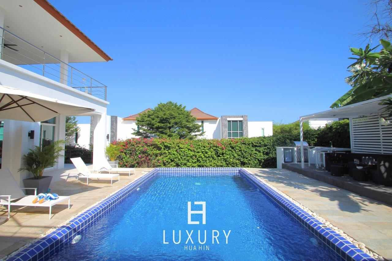Luxury Hua Hin Property Agency's Luxury 5 Bedroom Pool Villa  6