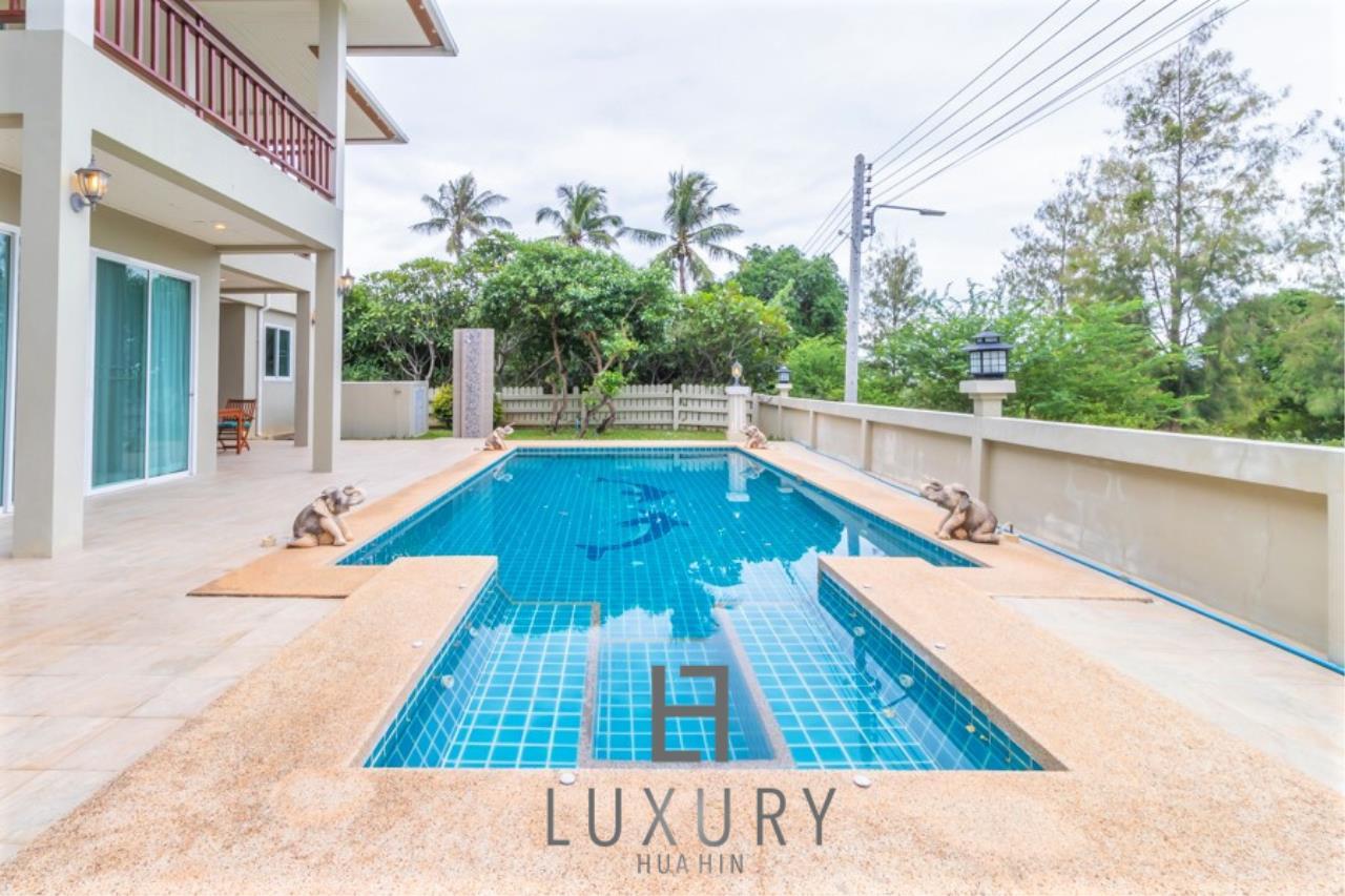 Luxury Hua Hin Property Agency's 3 Bedroom Pool Villa 3