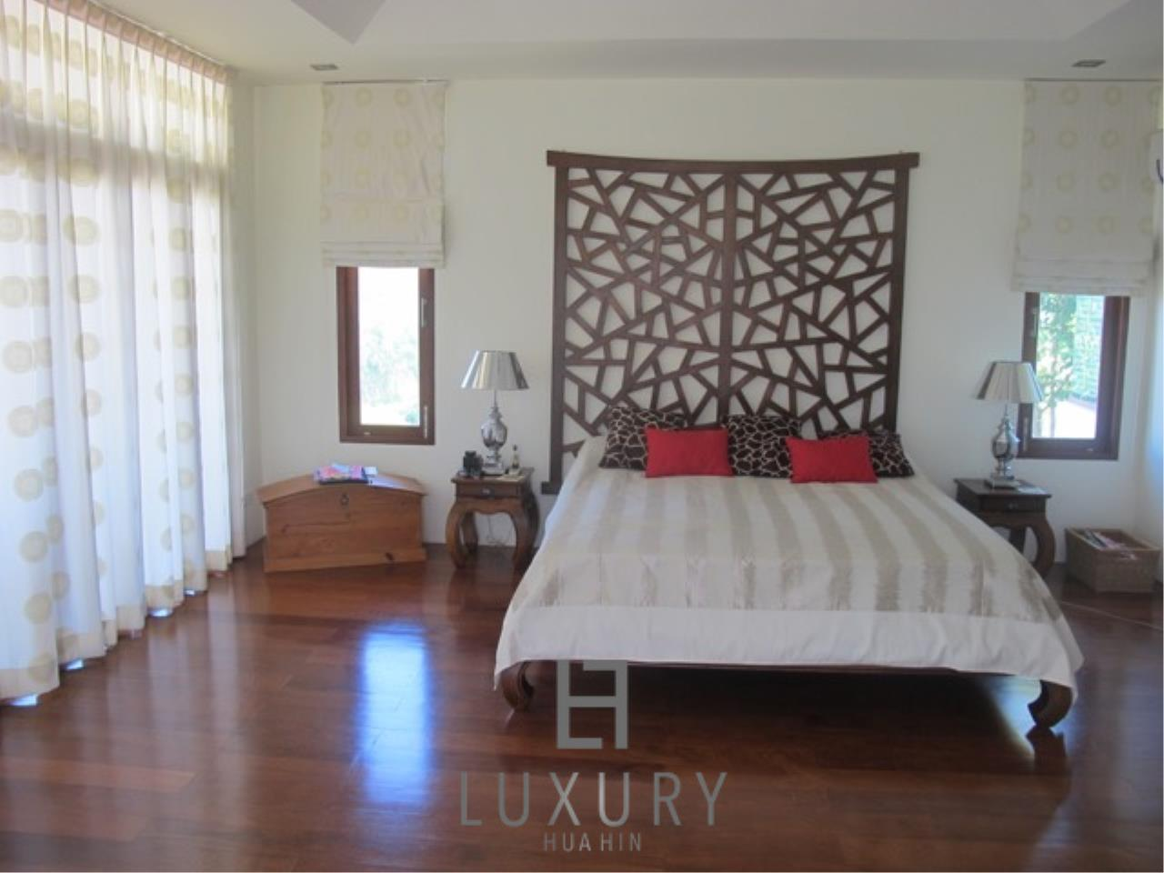 Luxury Hua Hin Property Agency's Luxury 3 Bedroom Pool Villa  23