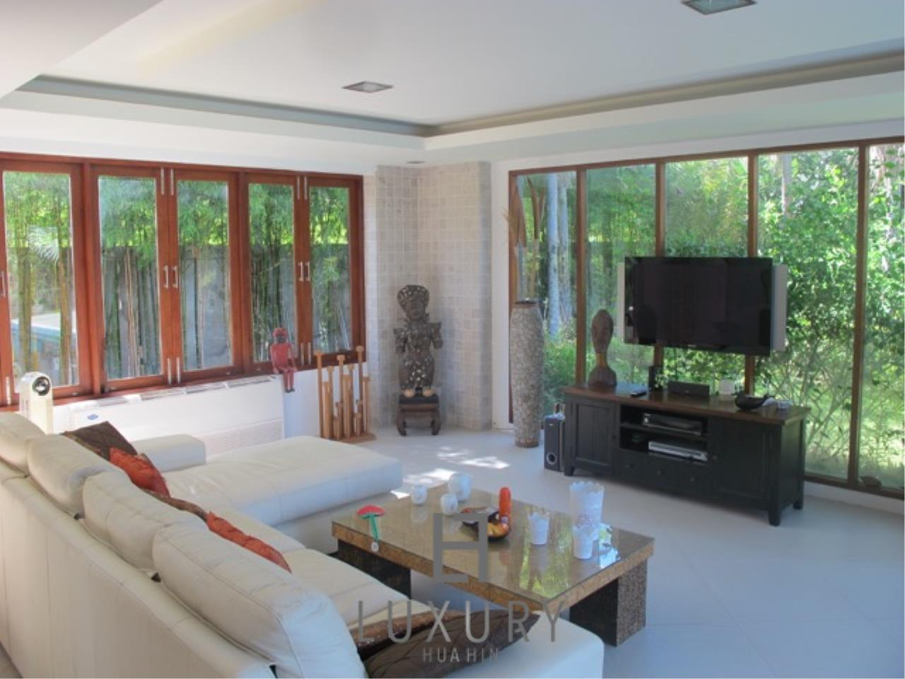Luxury Hua Hin Property Agency's Luxury 3 Bedroom Pool Villa  15