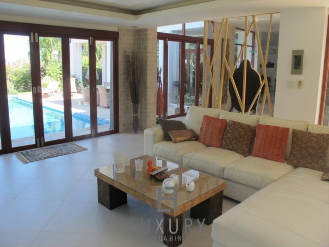 Luxury Hua Hin Property Agency's Luxury 3 Bedroom Pool Villa  16