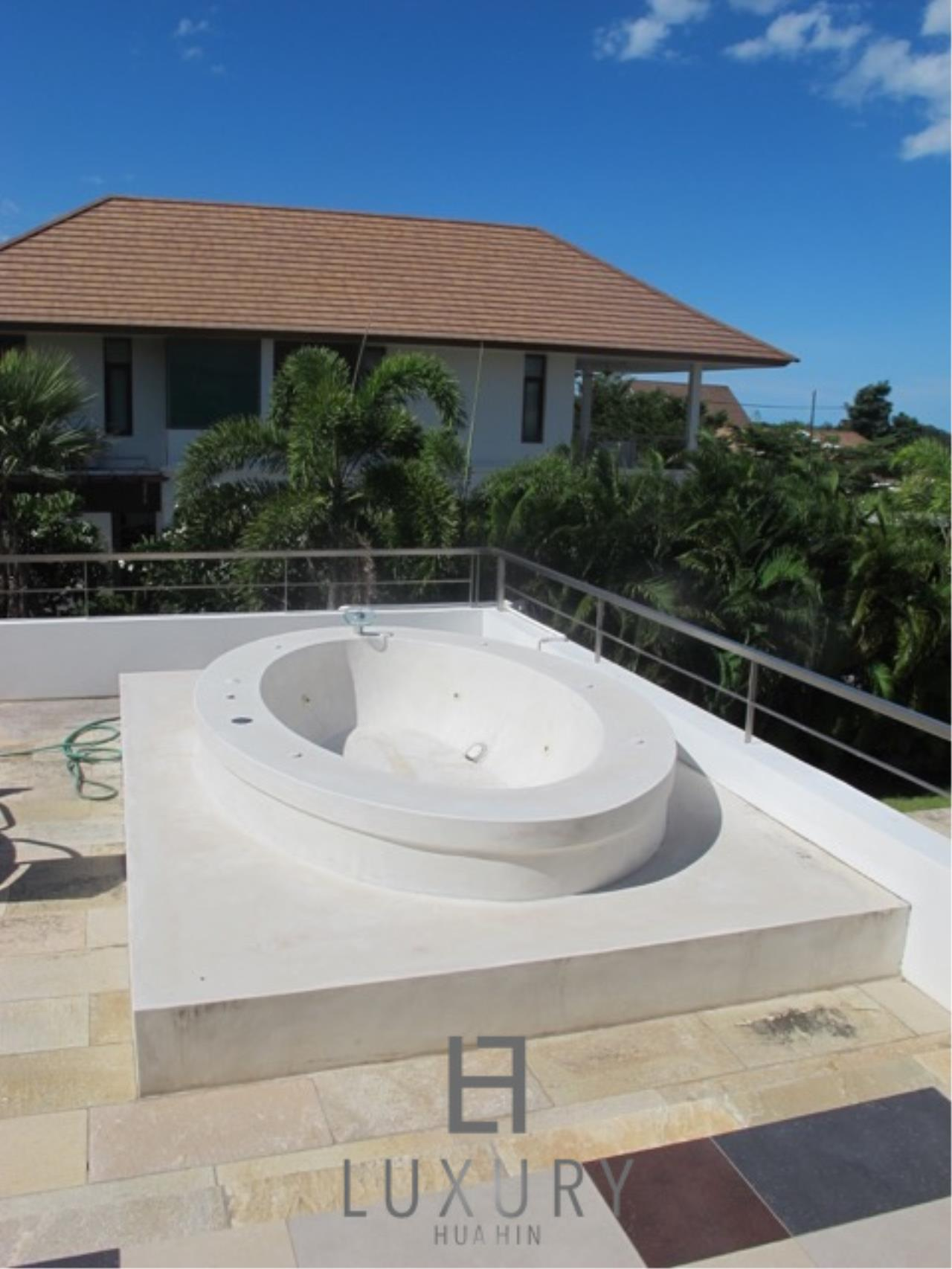 Luxury Hua Hin Property Agency's Luxury 3 Bedroom Pool Villa  8