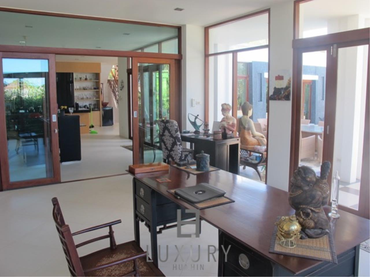 Luxury Hua Hin Property Agency's Luxury 3 Bedroom Pool Villa  20