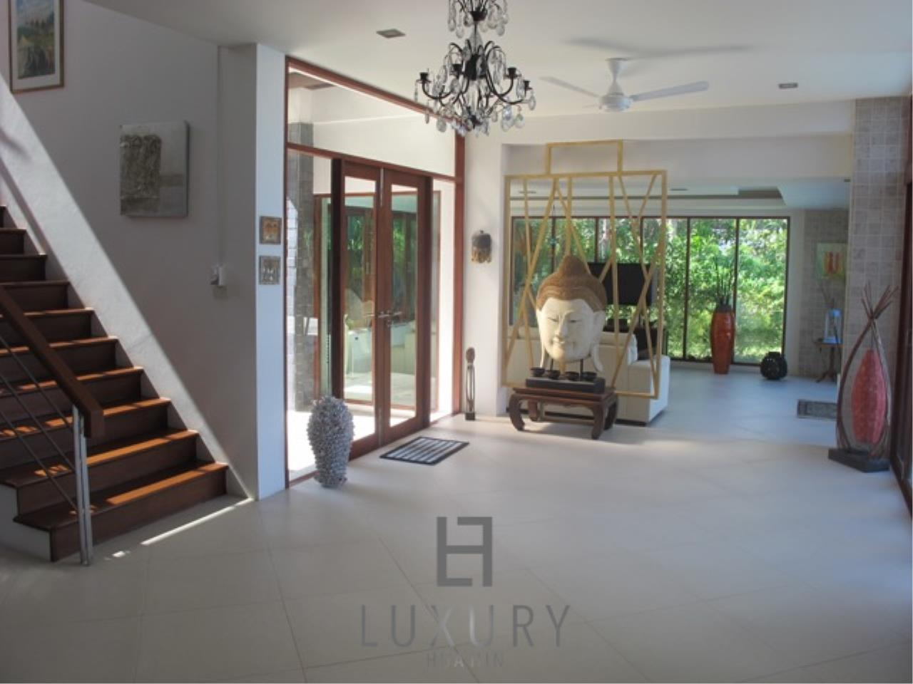 Luxury Hua Hin Property Agency's Luxury 3 Bedroom Pool Villa  21