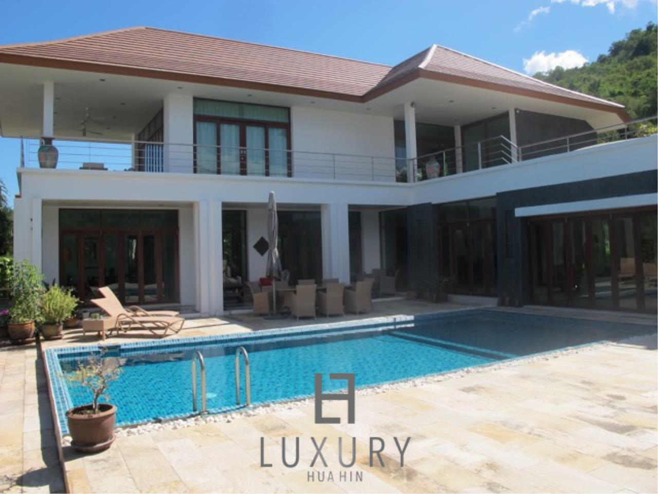 Luxury Hua Hin Property Agency's Luxury 3 Bedroom Pool Villa  2