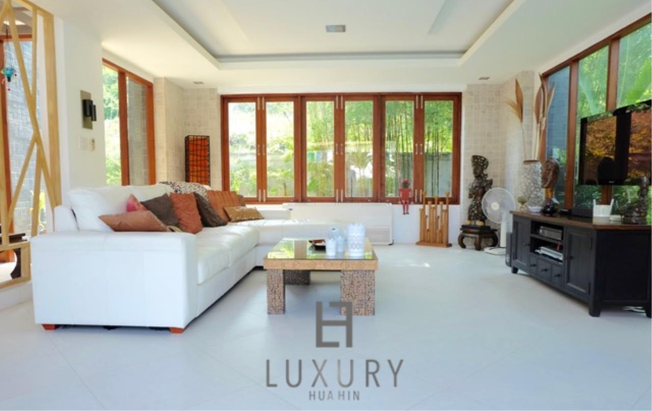 Luxury Hua Hin Property Agency's Luxury 3 Bedroom Pool Villa  17