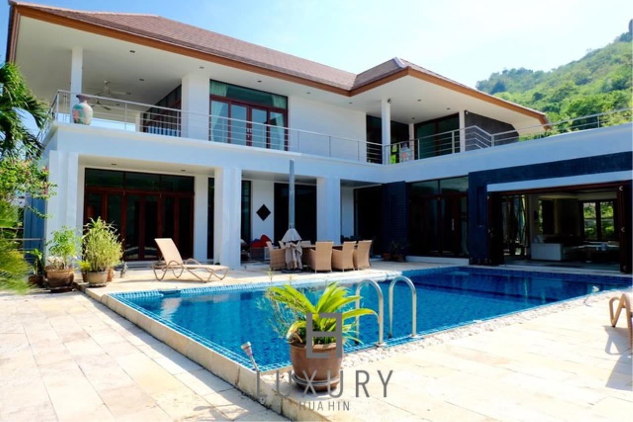 Luxury Hua Hin Property Agency's Luxury 3 Bedroom Pool Villa  1