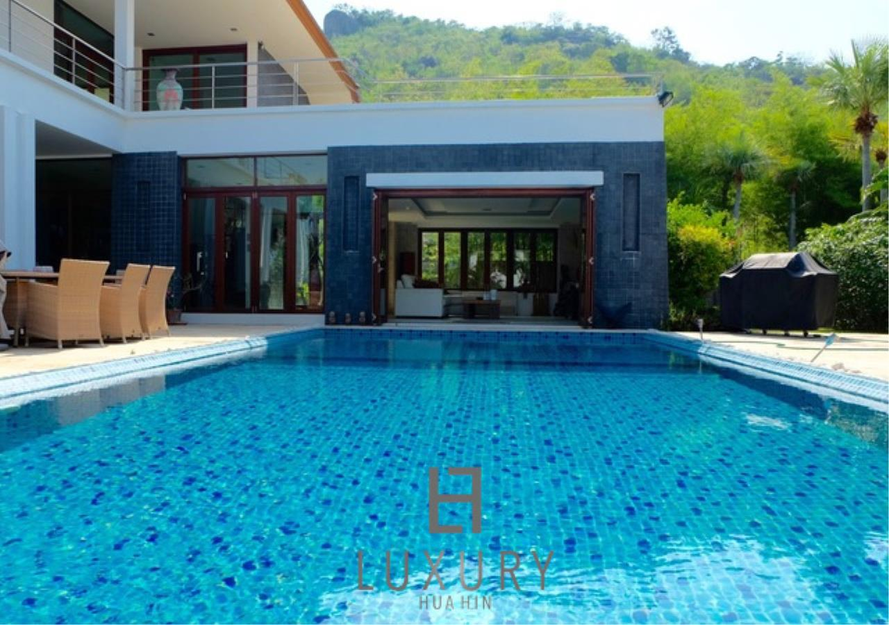 Luxury Hua Hin Property Agency's Luxury 3 Bedroom Pool Villa  4