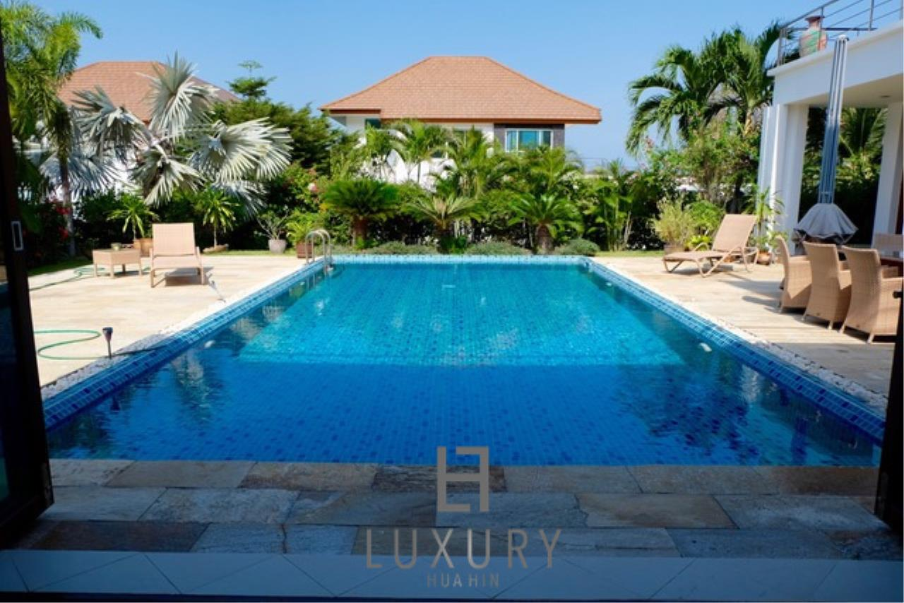 Luxury Hua Hin Property Agency's Luxury 3 Bedroom Pool Villa  5