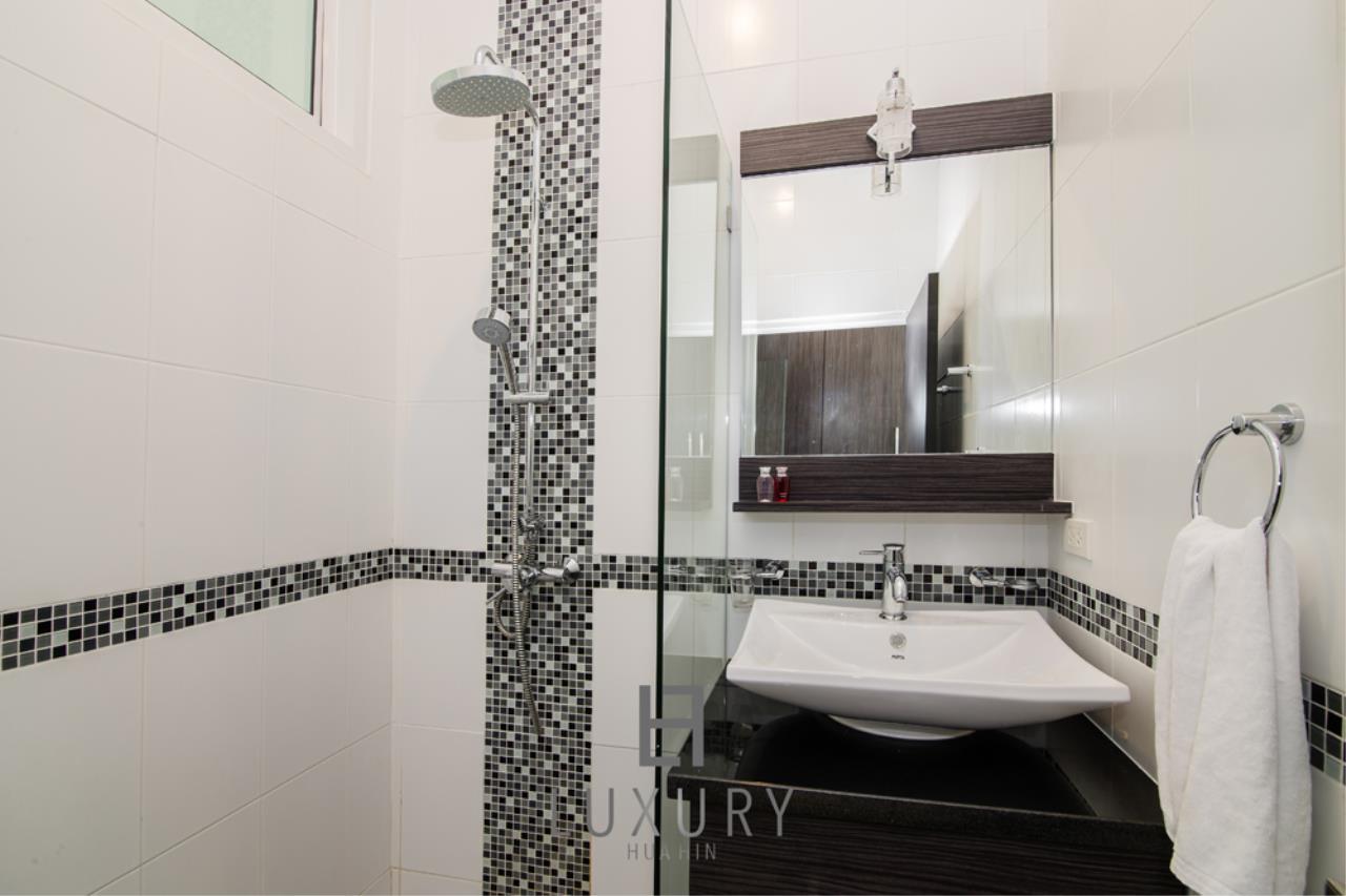 Luxury Hua Hin Property Agency's Private 4 Bedroom Pool Villa  28