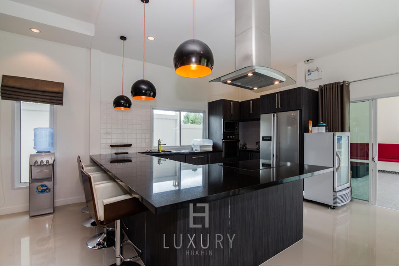 Luxury Hua Hin Property Agency's Private 4 Bedroom Pool Villa  10