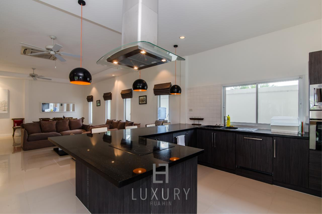 Luxury Hua Hin Property Agency's Private 4 Bedroom Pool Villa  11