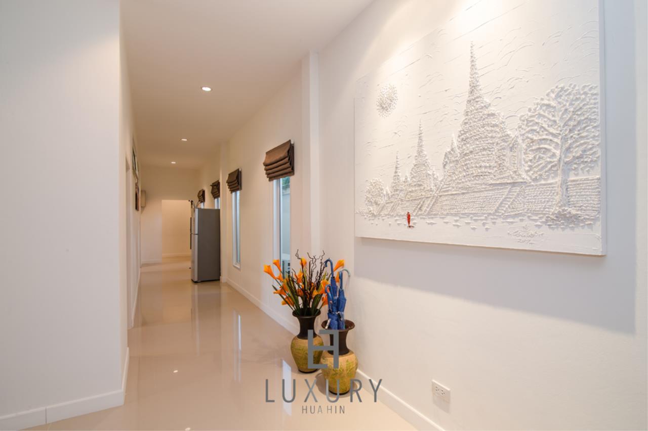 Luxury Hua Hin Property Agency's Private 4 Bedroom Pool Villa  16
