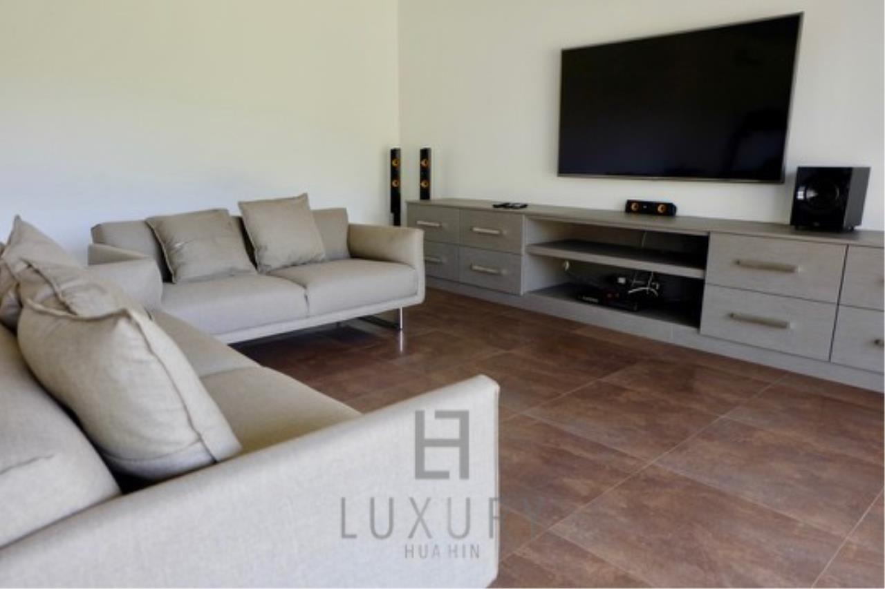 Luxury Hua Hin Property Agency's Stunning 6 Bedroom Pool Villa on 2 Rai of Land 29