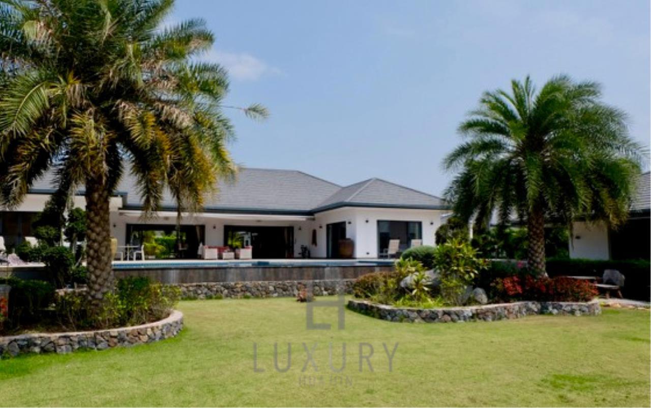 Luxury Hua Hin Property Agency's Stunning 6 Bedroom Pool Villa on 2 Rai of Land 1