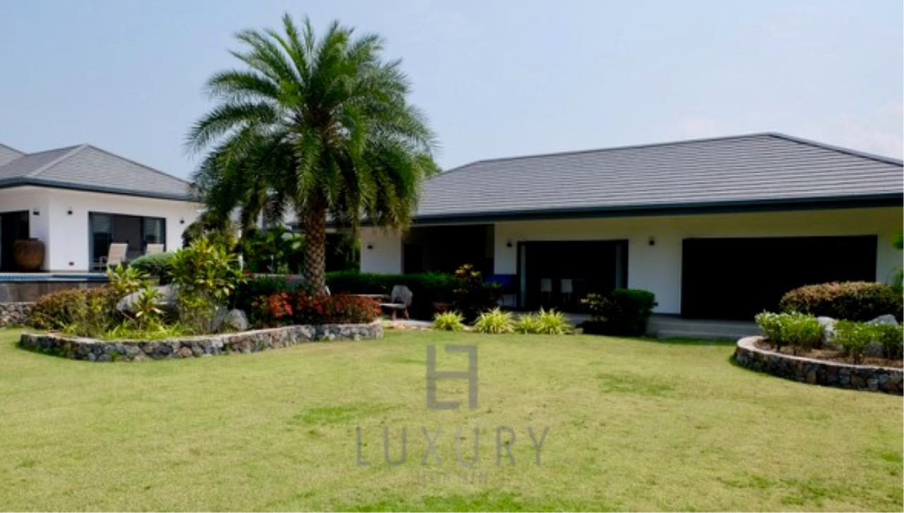 Luxury Hua Hin Property Agency's Stunning 6 Bedroom Pool Villa on 2 Rai of Land 10