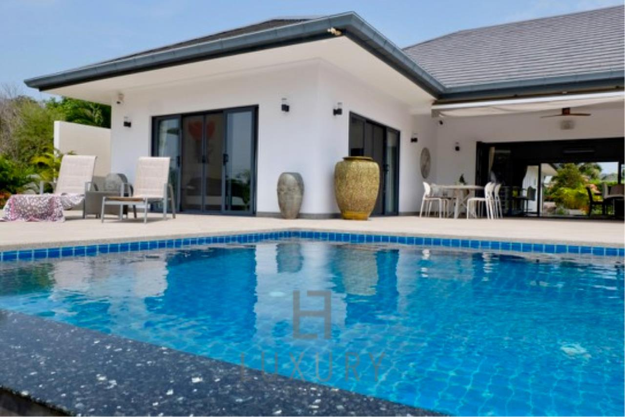 Luxury Hua Hin Property Agency's Stunning 6 Bedroom Pool Villa on 2 Rai of Land 4