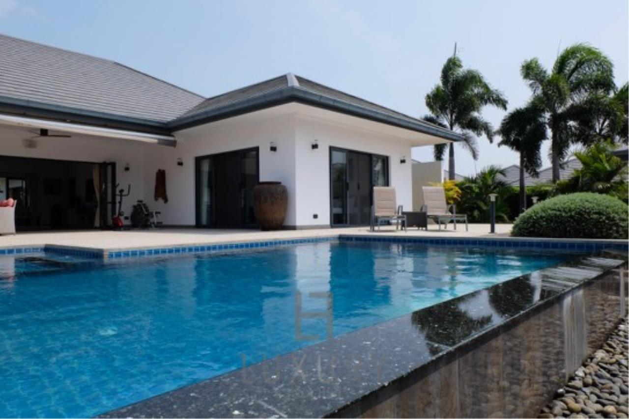 Luxury Hua Hin Property Agency's Stunning 6 Bedroom Pool Villa on 2 Rai of Land 6