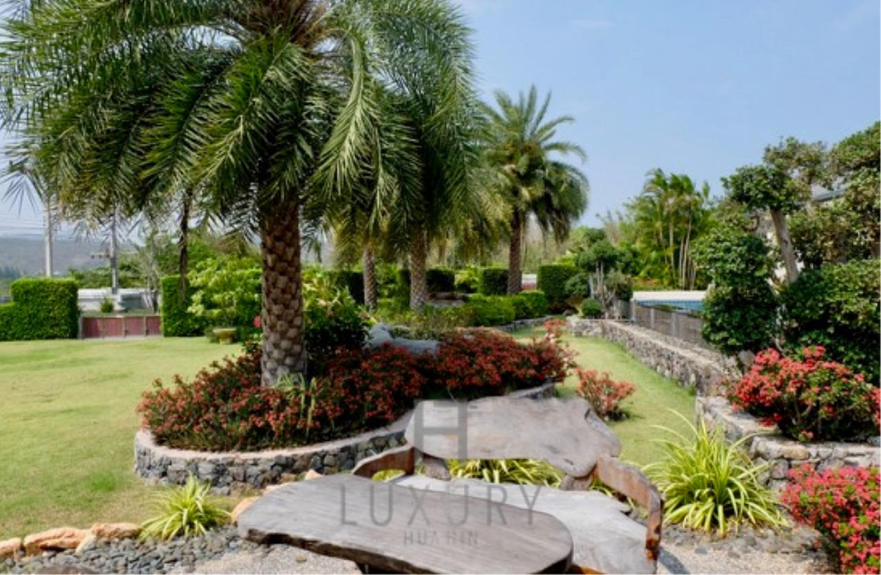Luxury Hua Hin Property Agency's Stunning 6 Bedroom Pool Villa on 2 Rai of Land 11