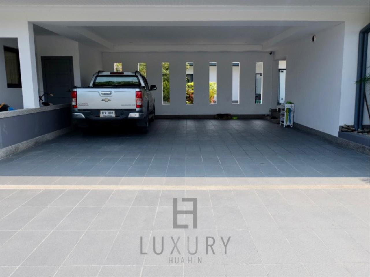 Luxury Hua Hin Property Agency's Stunning 6 Bedroom Pool Villa on 2 Rai of Land 30
